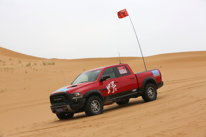 壁纸 汽车 赛车 沙漠 桌面 5760_3840