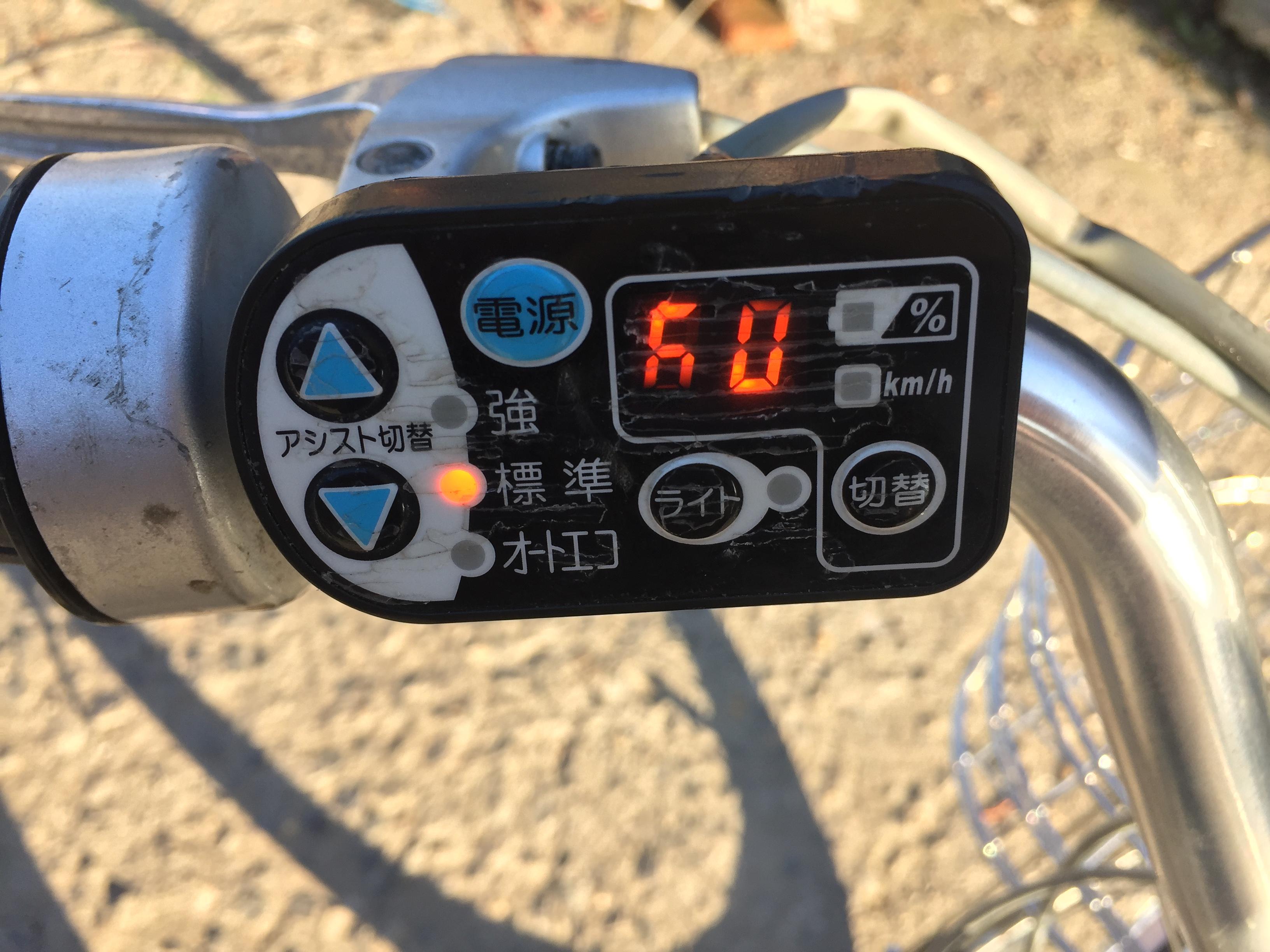 出两个 日本 小踏板摩托 铃木蛋蛋 和本田z4