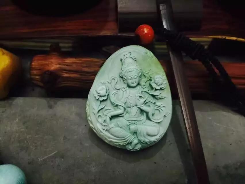 闲置收藏级绿松石精品雕刻件文玩珠子
